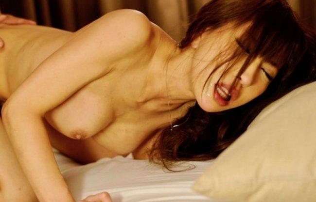 〔蜜美あい〕嫁の親友を寝取ってセックスwスレンダーな美人とハメ撮りセックスw嫁より綺麗なおっぱいに大興奮!