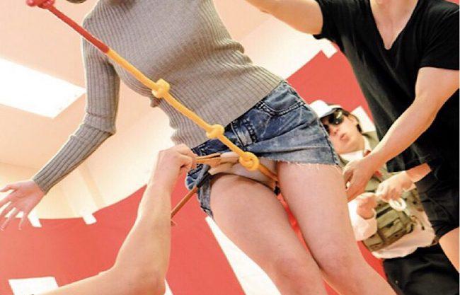 〔素人企画〕『ちょっとまってぇぇぇ』爆乳のお姉さんがエッチな綱渡り!失敗するたび過激な罰ゲームで寝取られる姿を激写w