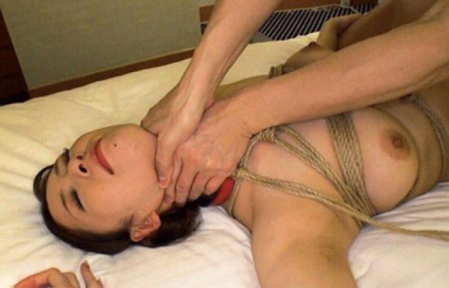 高級旅館にいそうな着物姿の美人妻!ホテルで性奴隷に調教し寝取って犯す一部始終をハメ撮りエッチw