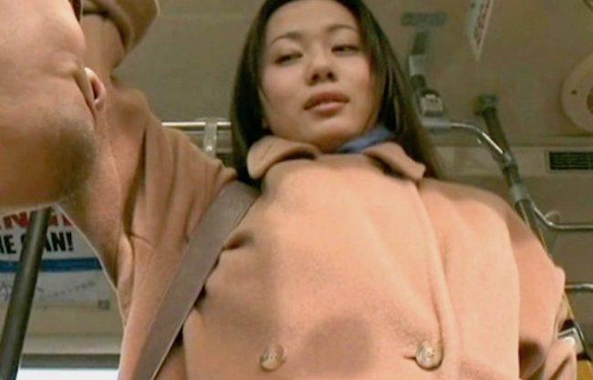 〔FAプロ〕「だめぇぇやめてぇぇ」淫乱痴女の熟女妻がバスの中で痴漢w犯される姿を捉えたエロスドラマを激写w