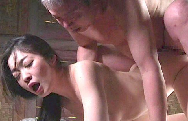 〔ヘンリー塚本〕「ダメぇぇやめてぇぇ」じじいに山小屋で犯される熟女w寝取られる一部始終をハメ撮りセックスw