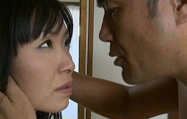 〔ヘンリー塚本〕淫乱痴女の熟女妻が繰り広げる不倫セックスを激写!寝取られ犯される姿をドラマ化w