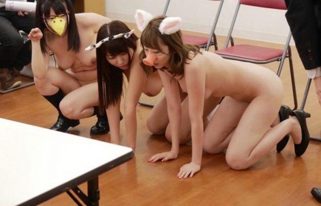 〔催眠プレイのヤバイやつ〕女子校生が洗脳され教師の性奴隷!JK娘達の羞恥プレイの醜態を激写w