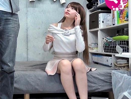 【素人ナンパ企画】「もうだめやってぇ」スレンダーな激カワ色白美少女が口説かれ即ハメセックスwネト垂れる姿をハメ撮り激写!