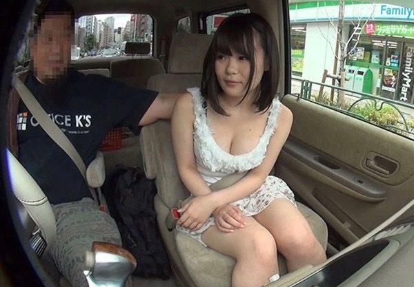 〔センズリ鑑賞〕スレンダーな美人お姉さんがエッチなお手伝い!車内でおナニーを見学する淫乱痴女の爆乳美女を激写!
