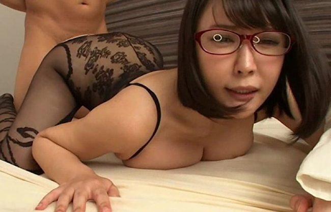 〔羽生ありさ〕メガネをかけた爆乳おっぱいのお姉さん!NTRセックスで感じるおばさんをハメ撮り!メガネ姿のお姉さんを激写w