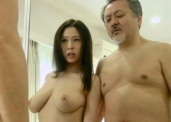〔ヘンリー塚本〕爆乳おっぱいの淫乱痴女の熟女妻と濃厚セックスw寝取られる一部始終をハメ撮り撮影した熟女ドラマを激写w