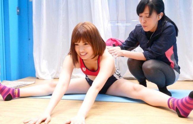 〔JD×中出し〕「だめめいっちゃうぅぅ」激カワ美女のお姉さんと着衣でセックスw車内で膣内発射される姿をハメ撮り激写w