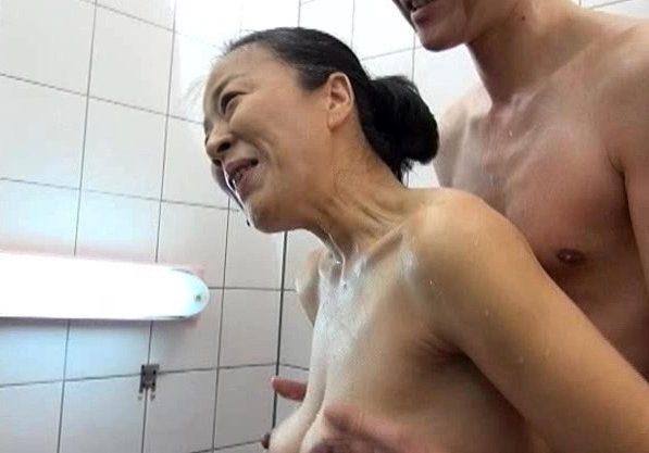 【熟女×人妻】中高年夫婦の性生活!他人には言えない熟女のエッチな姿を激写w