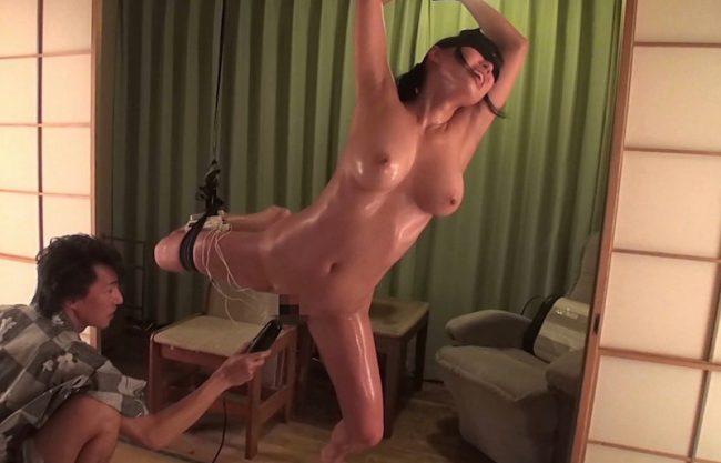 【NTR温泉】浴衣をきた爆乳おっぱいの淫乱ボディーw若妻が拘束されて犯される姿をハメ撮り!縛られる姿を激写w