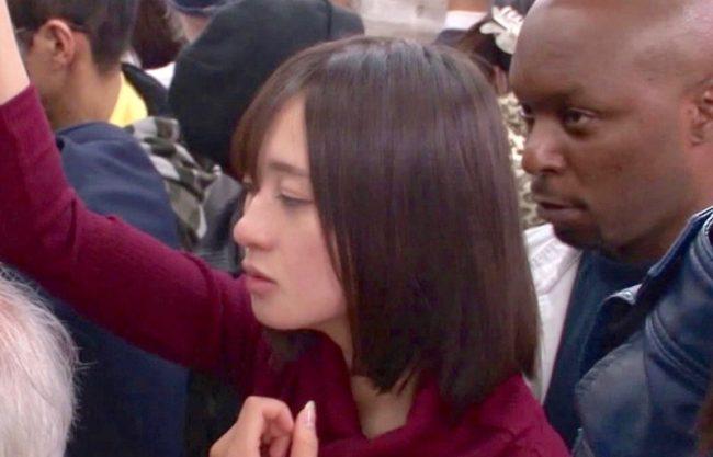 【外人×痴漢】「お願いやめて・・・」黒人に痴漢される女子大生!初めての巨根に犯され快感に目覚める美女の一部始終!