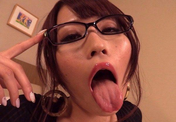 〔高嶋ゆいか〕卑猥語女♡卑猥な言葉を連呼しながらチンコを求めてくる変態美女!騎乗位で精子を搾り取る!