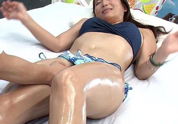 〔マジックミラー号〕自慢の彼女を彼氏の前で寝取って中出し!感じるお姉さんをハメ撮りしたエロ動画!