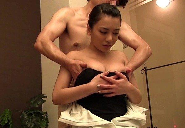 〔松本メイ〕爆乳おっぱいのギャルにエッチなマッサージ♡おっぱいじられ感じる姿を激写したエロ動画