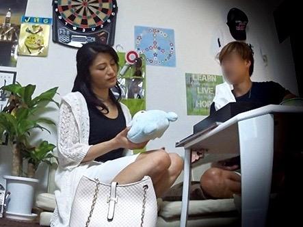 【人妻×NTR】自宅に連れ込み生ハメエッチ♡美魔女のおばさんとのエッチをハメ撮りしたエロ動画w